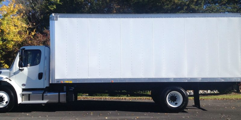 24ft-box-truck-left-side-view